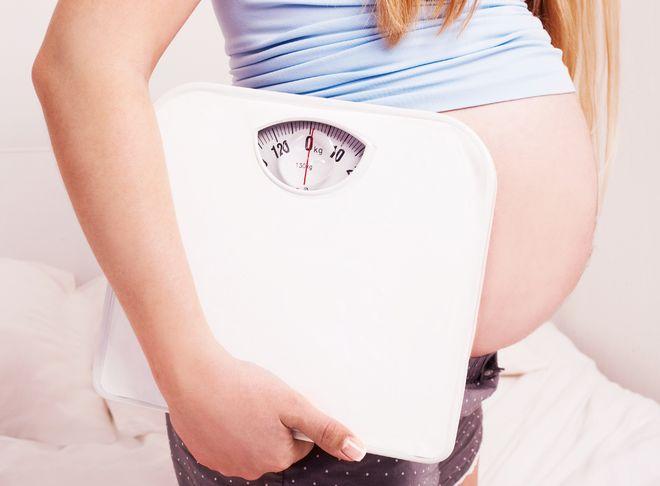 Mẹ bầu uống nước dừa nhiều sẽ dẫn đến tình trạng thừa cân