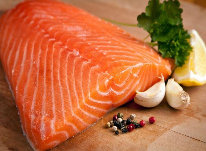 Cá hồi là nguồn cung cấp DHA dồi dào