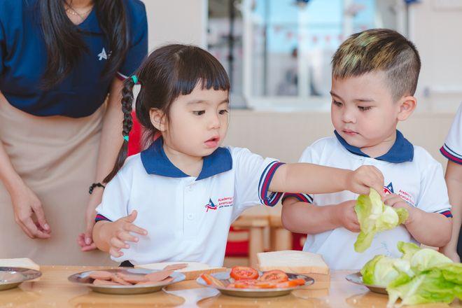 dạy trẻ tự phục vụ