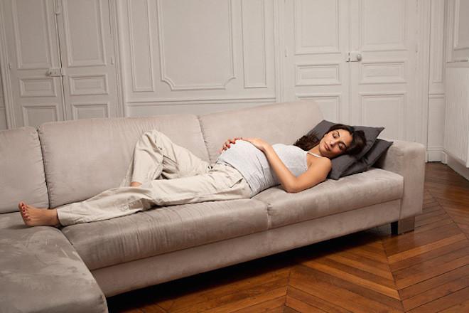 Nằm ngửa khi mang thai khiến cơ thể phù nề