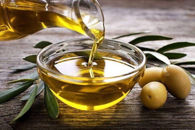 Bạn có thể sử dụng các chất bôi trơn tự nhiên như dầu olive để thay thế.