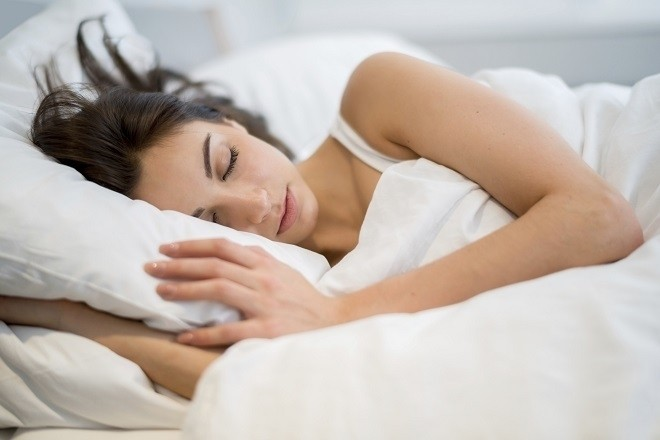 phụ nữ mệt mỏi sau khi tiêm thuốc phá thai
