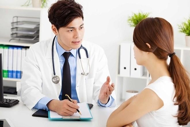 nhờ bác sĩ kiểm tra trước khi thực hiện