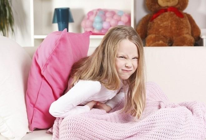 Chóng mặt và buồn nôn là một số dấu hiệu của bệnh thiếu máu lên não ở trẻ em