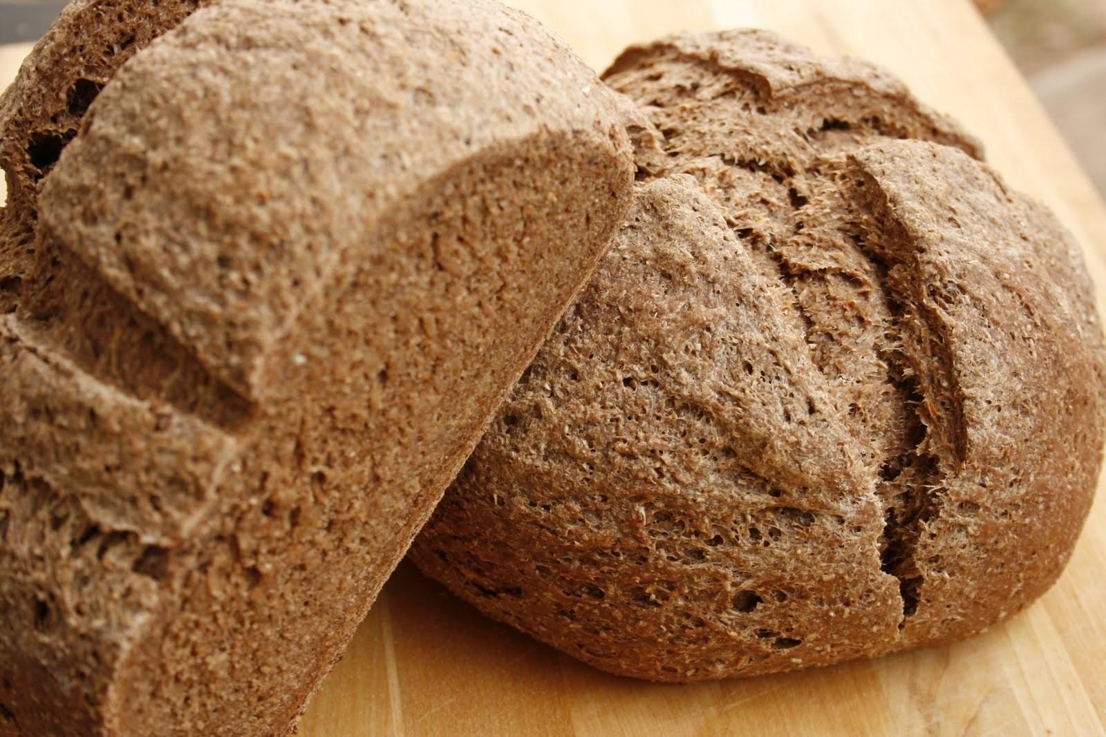 Mẹ bầu nên chọn bánh mì ngũ cốc nguyên hạt để không làm tăng lượng đường trong máu