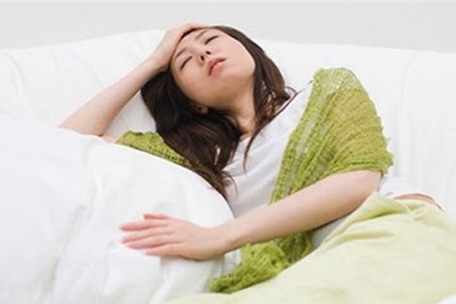 phụ nữ lo lắng khi hút thai