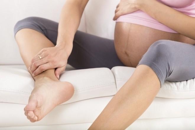 mẹ bầu uống nước chanh có thể cải thiện tình trạng phù nề