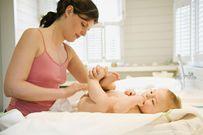 Trẻ sơ sinh bị tiêu chảy: Những dấu hiệu nguy hiểm cẩn phải đi bác sĩ ngay