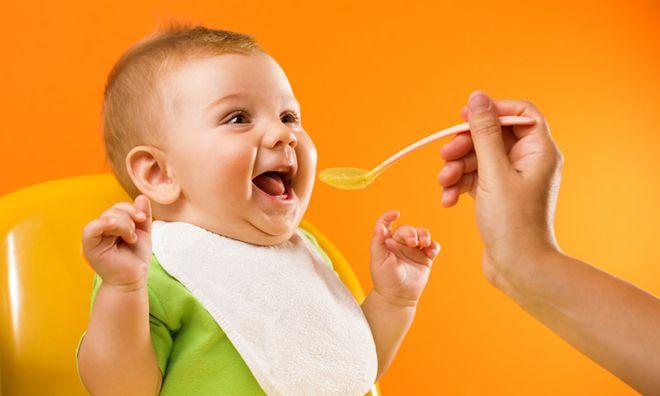cháo ăn dặm đầy đủ dinh dưỡng sẽ giúp bé mau ăn chóng lớn