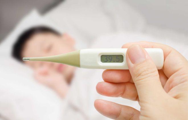 nhiệt kế theo dõi trẻ bị sốt