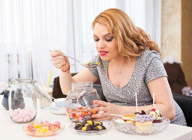 thai phụ ăn quá nhiều đồ ngọt