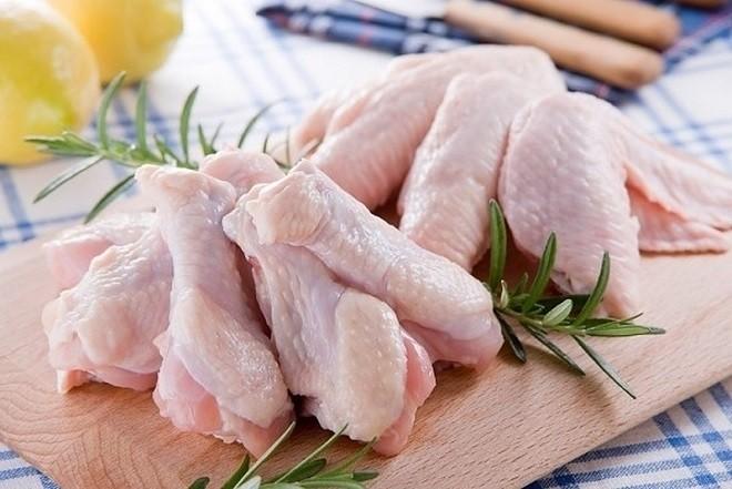 chuẩn bị nguyên liệu cho món gà nấu nấm hương