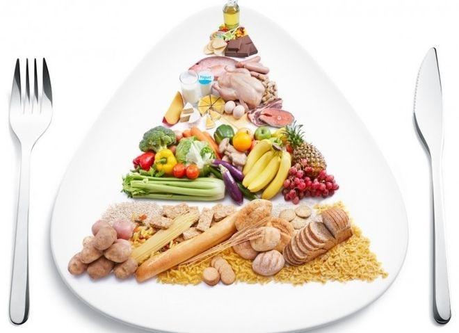 các mẹ cần đảm bảo 4 nhóm chất dinh dưỡng trong thực đơn ăn dặm cho trẻ 6 tháng