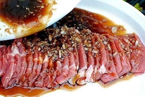 Ướp thịt bò để tủ lạnh khoảng 1   2 tiếng