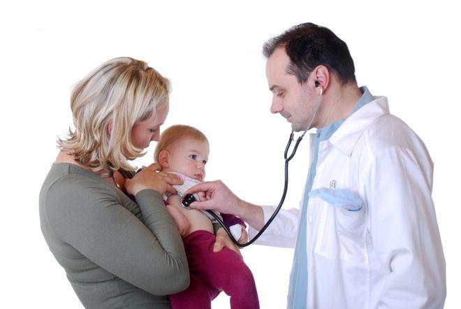 bác sỹ chẩn đoán dấu hiệu viêm phổi ở trẻ sơ sinh
