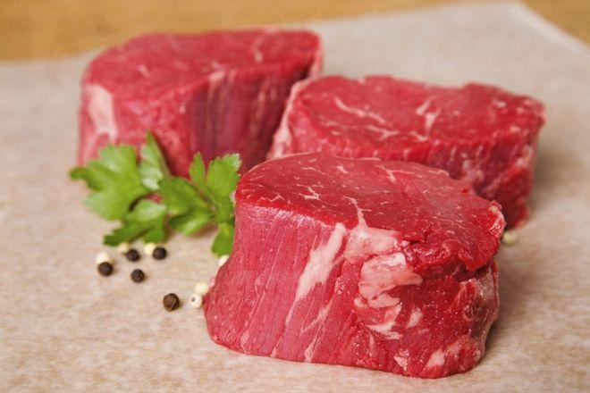 thái thịt bò thành miếng vuông