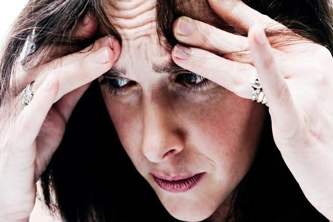 phụ nữ lo lắng vì phá thai
