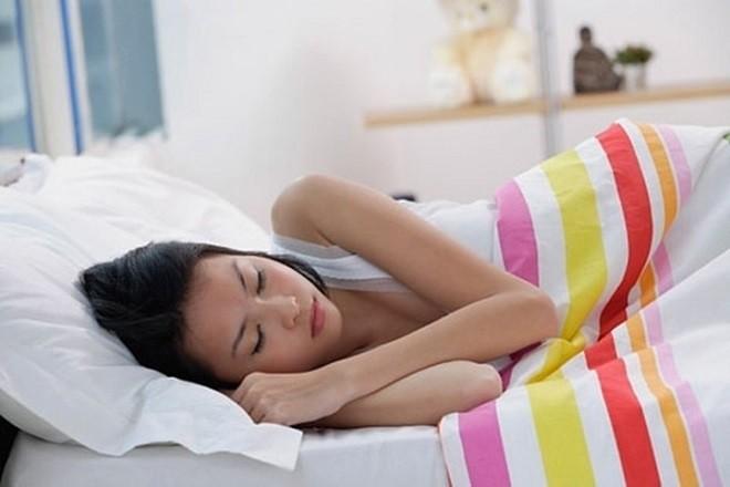 phụ nữ cần nghỉ ngơi sau khi hút thai