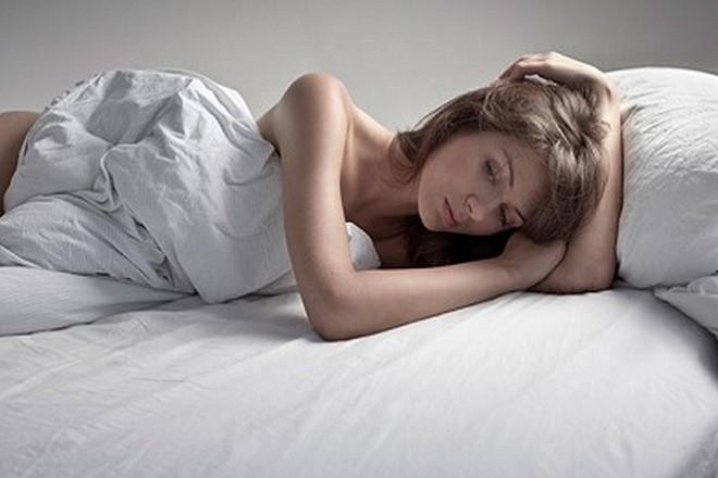 phụ nữ mệt mỏi sau khi phá thai