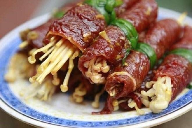 Bò cuộn nấm xong nướng bằng bếp hoặc chảo cũng rất ngon