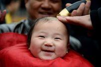 Cắt tóc cho bé để mẹ cần lưu ý những gì?