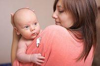 Trẻ sơ sinh bị nôn trớ mẹ xử lý bằng cách nào?