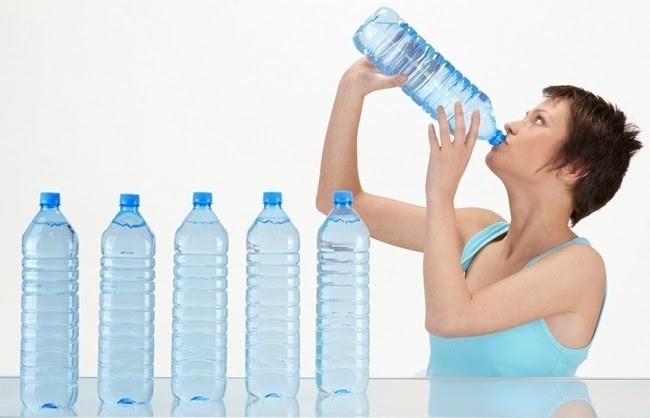 bà bầu thường xuyên khát nước