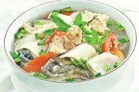 2 cách nấu canh chua cá hồi ngon tròn vị được nhiều người yêu thích