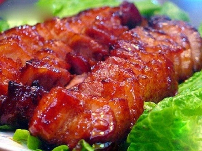Thịt ba chỉ nướng ăn cùng cơm nóng rất ngon