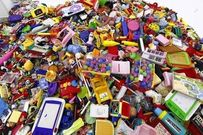Bí quyết giúp mẹ chọn đồ chơi nhựa an toàn cho bé yêu