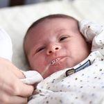 Nôn trớ ở trẻ sơ sinh: Dấu hiệu rối loạn hệ tiêu hóa và thiếu hụt canxi