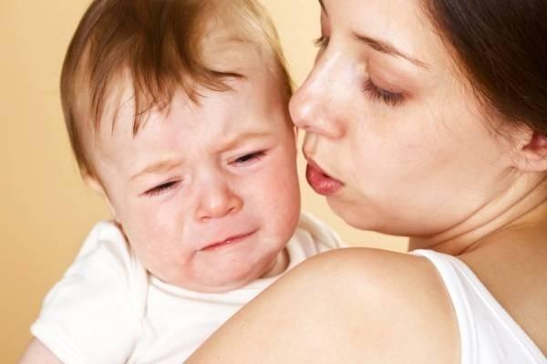 Vì sao trẻ sơ sinh hay đánh rấm?