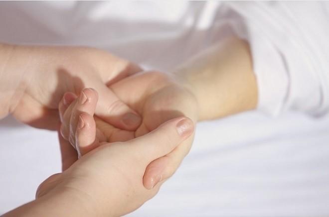 massage long ban tay