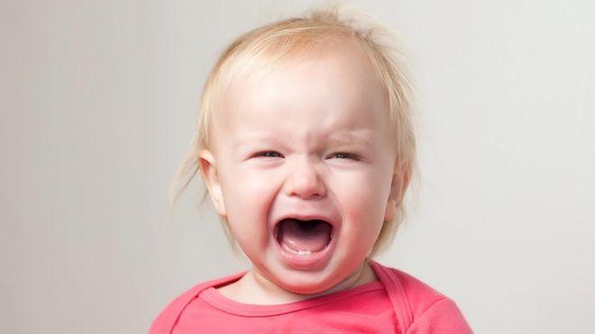 bệnh chảy máu cam ở trẻ em khiến bé khó thở phải thở bằng miệng