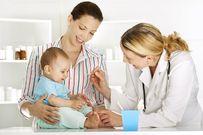 Trẻ sơ sinh bị sốt phải làm sao mẹ có biết?