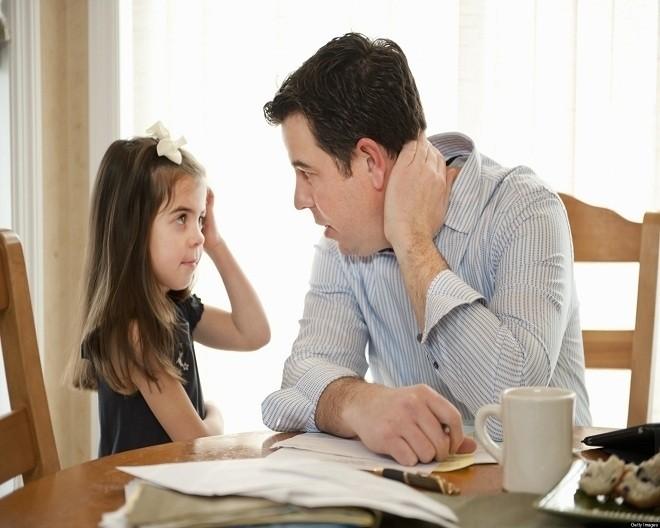 Bố mẹ cần kiên nhẫn trong việc giáo dục trẻ