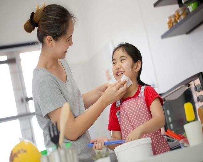 Bố mẹ hãy khen trẻ khi trẻ làm việc tốt