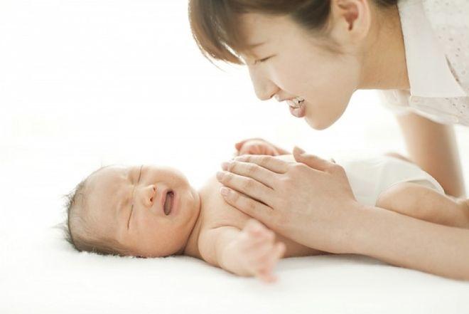 Mách mẹ cách trị sôi bụng cho trẻ sơ sinh hiệu quả nhất
