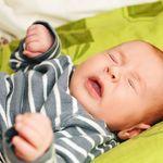 Trẻ sơ sinh bị sổ mũi và những sai lầm mẹ thường mắc phải