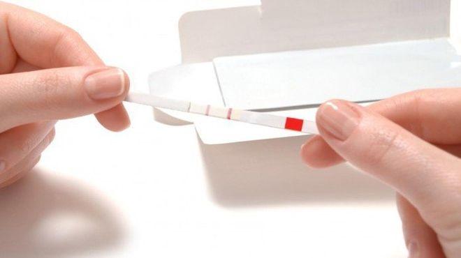 Que thử thai (quick stick) là dụng cụ khá tiện lợi giúp bạn nhận biết mình đã mang thai hay chưa