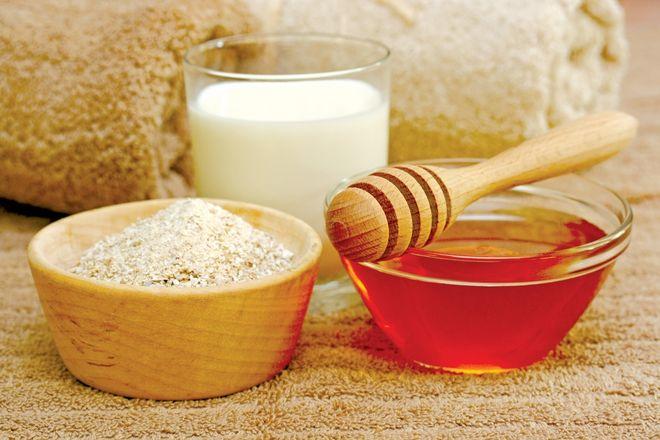 mật ong và bột yến mạch giúp chữa nẻ cho bé nhanh chóng