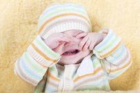 Trẻ sơ sinh thở khò khè mẹ nên làm gì?