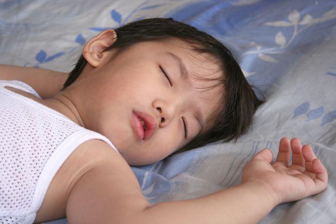 bé ngủ đủ giấc