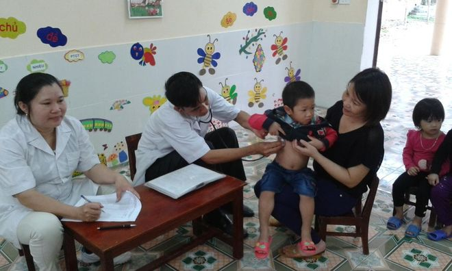 chắm sóc sức khỏe dinh dưỡng cho trẻ tại địa phương