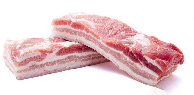 thịt ba chỉ rửa sạch, thái miếng dài