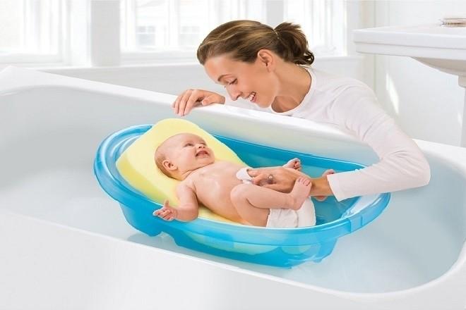 Hướng dẫn mẹ cách tắm cho trẻ sơ sinh theo mùa chuẩn nhất