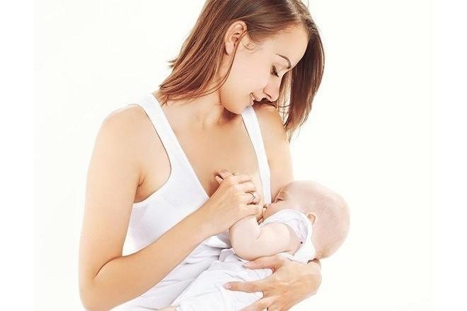 mẹ cho con bú sữa để đảm bảo chất dinh dưỡng