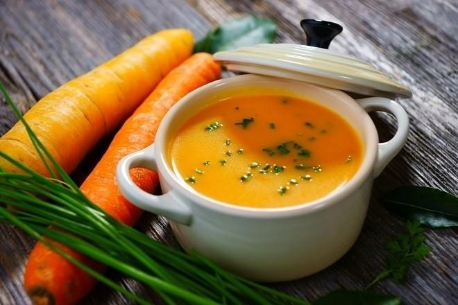 cháo cà rốt kết hợp với sữa mẹ