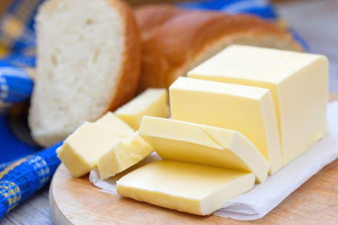 cắt bơ thành miếng chữ nhật