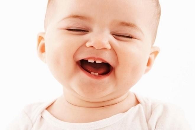 trẻ sơ sinh đã bắt đầu mọc răng